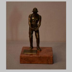Bronzefigur mit Widmung