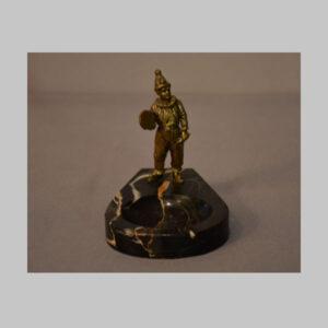 Clownfigur als Bronze auf Marmorschale