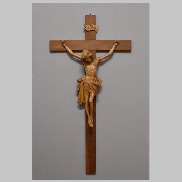 Kruzifix alpenländisch aus Lindenholz